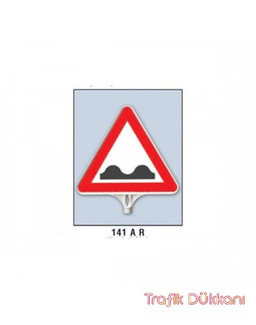 KASİSLİ YOL - ÜÇGEN UYARI LEVHASI - TD2505